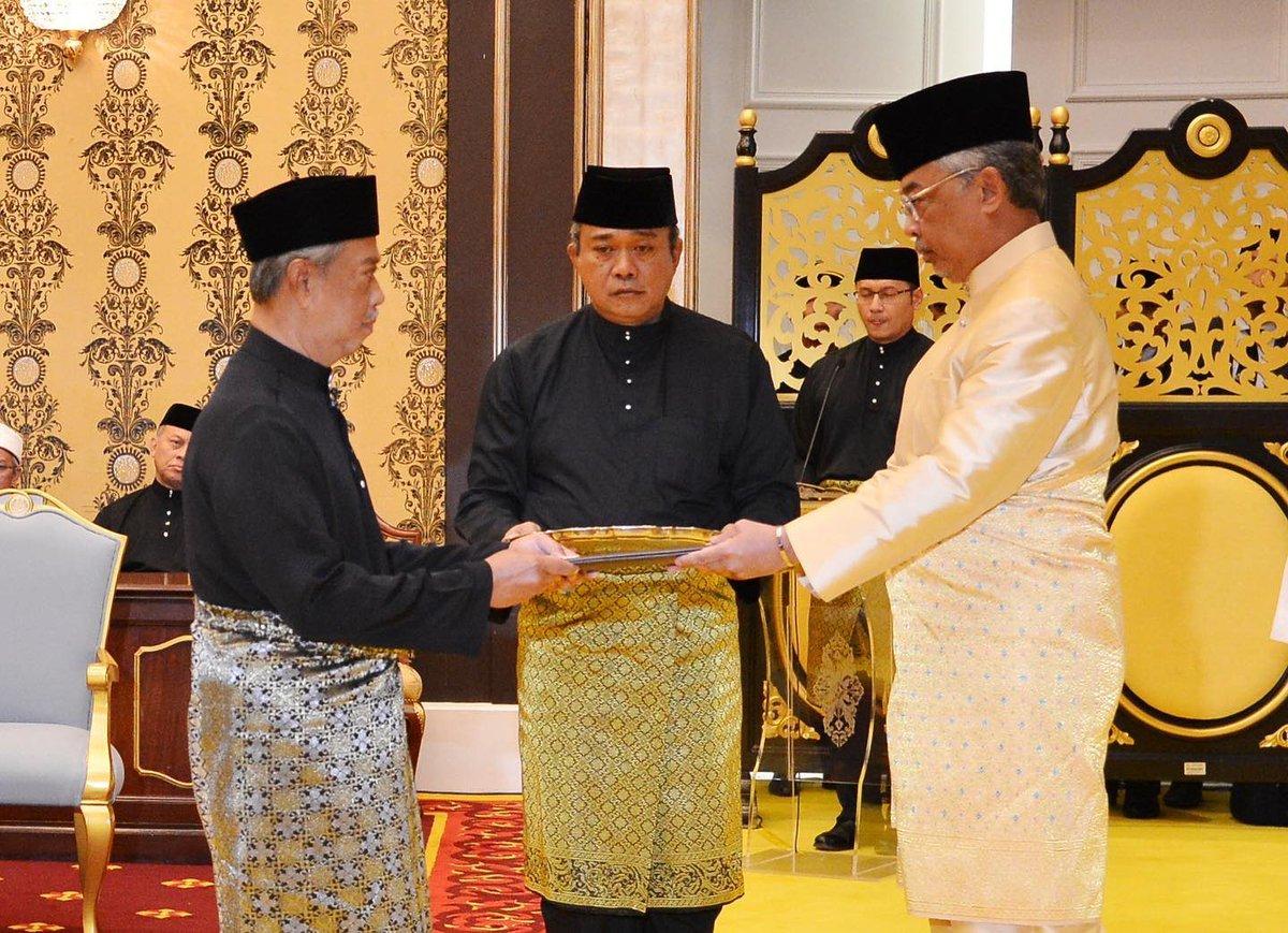 "Abdul Hadi Awang 🇲🇾 on Twitter: ""Menjunjung kasih Tuanku. Tahniah YAB Tan Sri Muhyiddin Haji Mohd Yassin. Semoga Allah merahm4ti Malaysia.… """